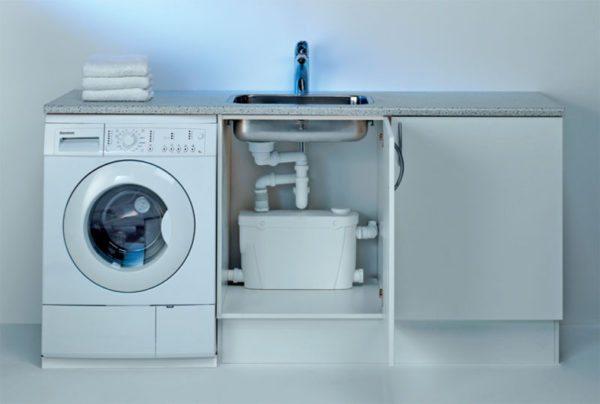 Агрегат справится сразу с несколькими источниками как на фото — стиральной и посудомоечной машинами и мойкой.