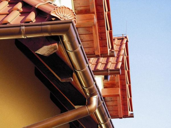 Алюминиевая конструкция покрытая полимерным напылением.
