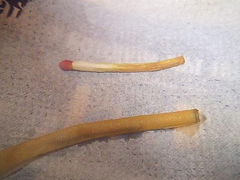 Действие водного раствора едкого натра на органику - спичку и бумажную трубку.