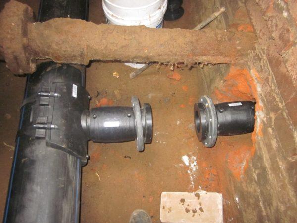 Для монтажа фланцевого соединения можно использовать электросварную муфту.