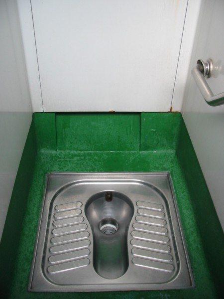 Для общественного туалета это качество особенно важно.