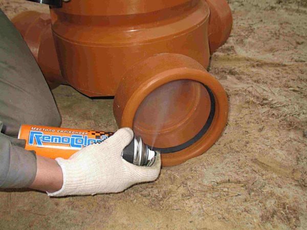 Дополнительная герметизация стыка силиконом