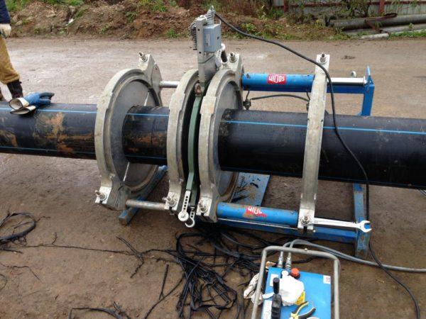 Электрический аппарат для сварки полиэтиленовых труб встык.