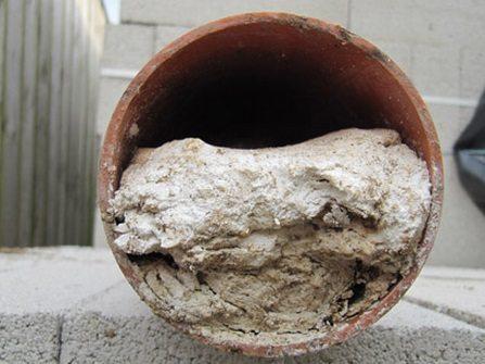 Если не предусмотрена подготовка сточных вод, в канализации появляется засор