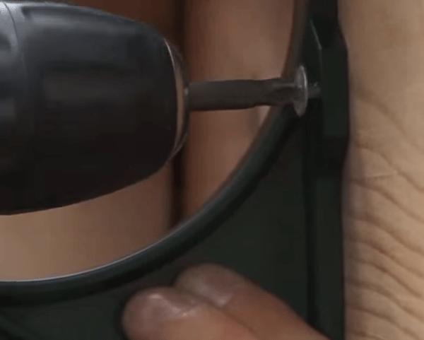 Фиксация пластикового подвеса на лобовой доске