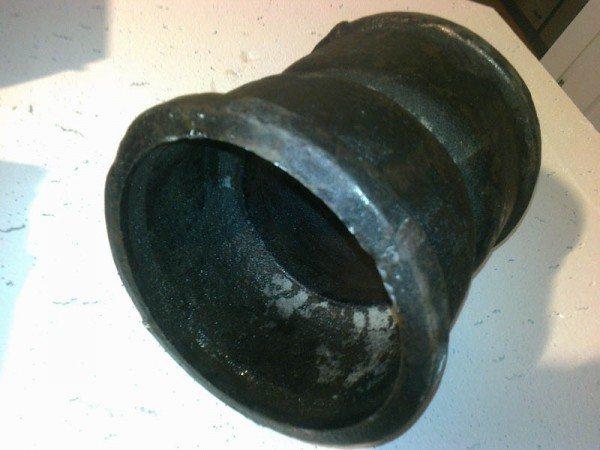Фотография позволяет оценить толщину стенок фасонины.
