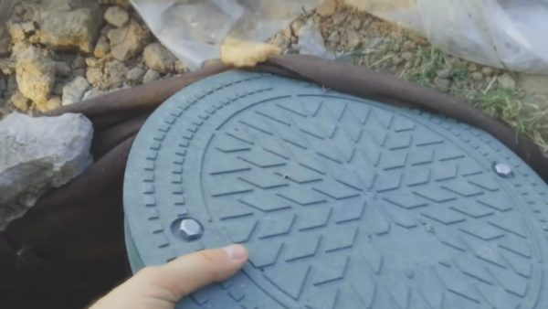 Герметичная крышка предотвратит осыпание грунта и попадание мусора внутрь водосборника