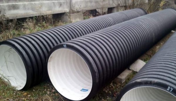 Гладкая внутренняя поверхность позволяет снизить до минимума гидравлическое сопротивление трубопровода.