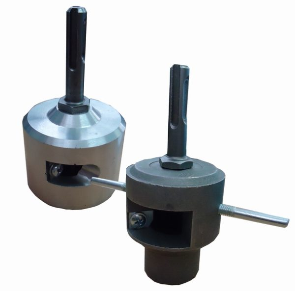 Инструмент снабжен валом под патрон перфоратора.