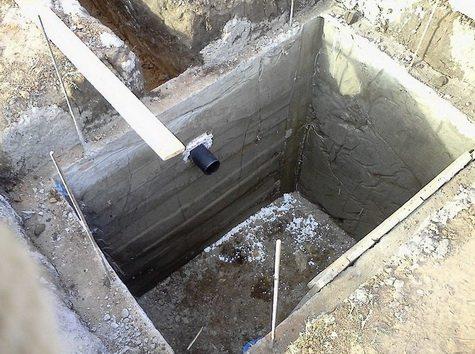 Как бы вы ни старались полностью герметизировать выгребную яму, чтобы она абсолютно не портила воздух и грунт, невозможно