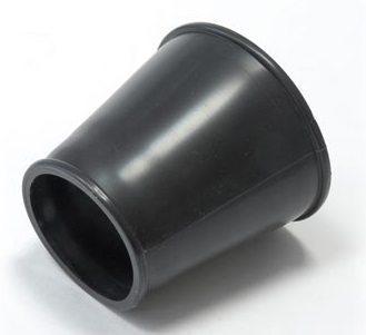 Манжета в форме усеченного конуса соединяет полочку с унитазом.