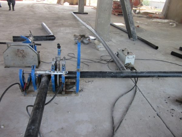 Монтаж водопровода на фитингах под стыковую сварку.