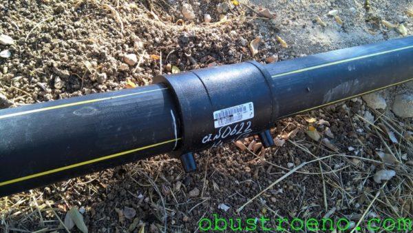 На фото - соединение газопровода электромуфтовым фитингом.