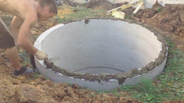 На цементный раствор ляжет бетонная крышка
