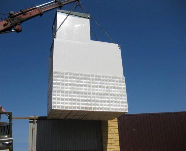 Объёмная девятая модель в процессе транспортировки с помощью подъёмного крана
