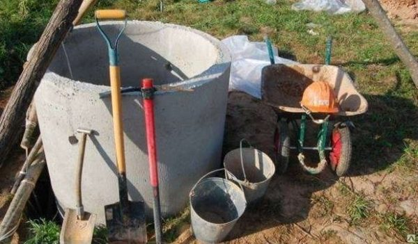 Ориентировочный набор инструмента для сооружения выгребной ямы своими руками.