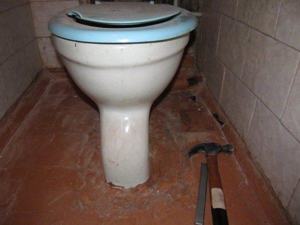 Особо тяжелый случай: подошва полностью забетонирована. Ее придется вырубать из бетона.