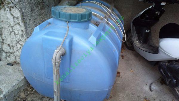 Отстойник однокамерного септика в моем доме. Теплый климат Крыма позволил установить его открыто, под крыльцом дома.