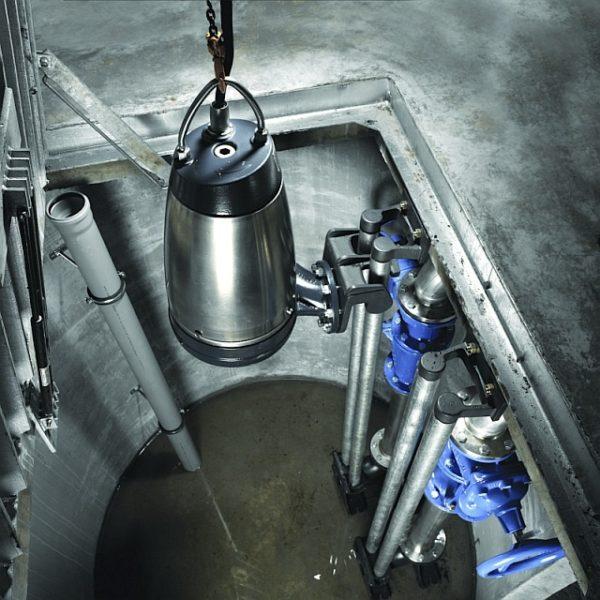 Перемещение насосов Grundfos выполняется по специально закрепленным направляющим