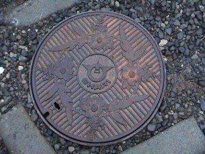 Почему делают канализационные люки круглыми