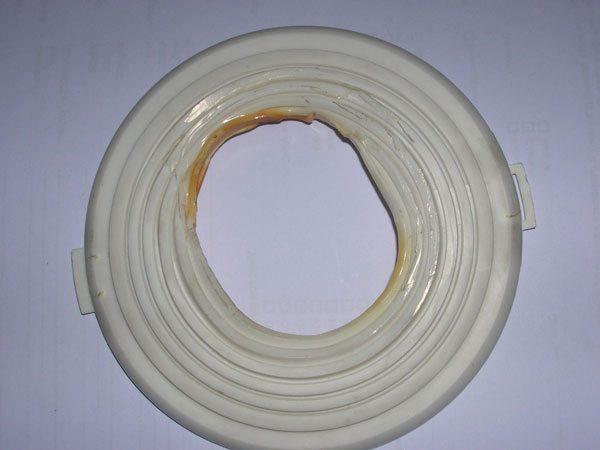 Поливинилхлорид нестоек к высоким температурам.