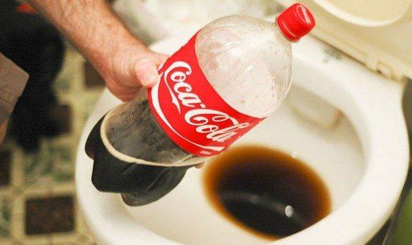 Популярный напиток по эффективности очистки не уступит лучшим специализированным средствам.