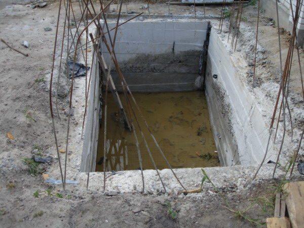Пример бетонной выгребной ямы