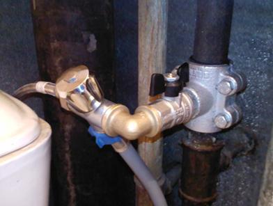Пример готового подключения запорной арматуры стиральной машины к системе холодного водоснабжения