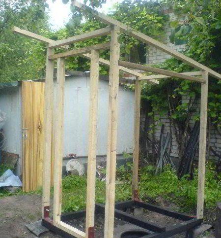 Пример каркаса деревянного туалета
