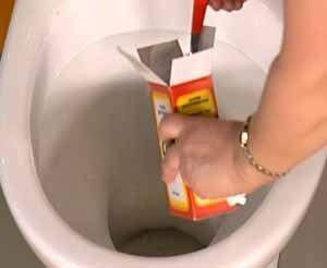 Прочистка унитаза начинается, пока, с самого безобидного материала - соды