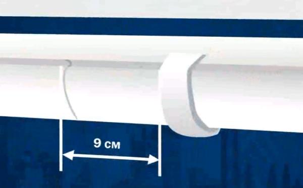 Расстояние от кронштейна до стыка двух секций желоба