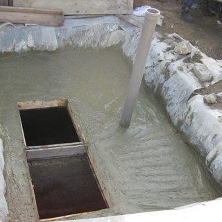 Самодельный бетонный отстойник.