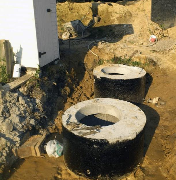 Снаружи может применяться обмазочная гидроизоляция на основе битума