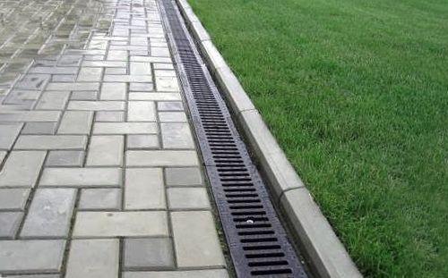 Содержимое ливневой канализации - обычная дождевая вода с некоторым количеством взвесей.