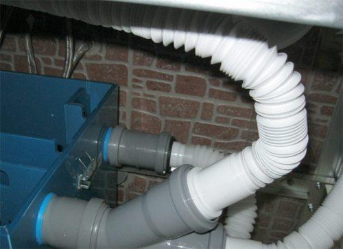 Соединение аппарата при помощи гофрированных труб.
