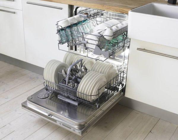 Сразу после подключения посудомойку можно использовать по прямому назначению