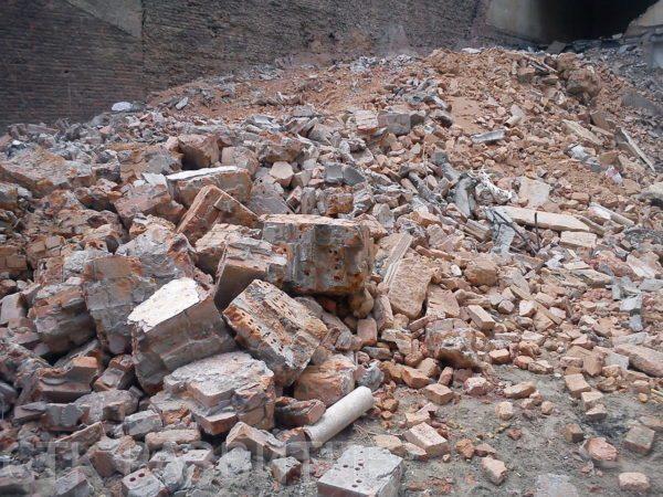 Строительный мусор отлично подойдет для наших целей