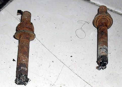 Типичное состояние стальных болтов после десяти лет службы.