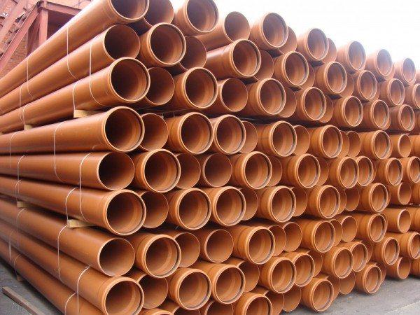 Трубы для наружной канализации обычно оранжевые.