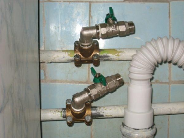 Трубы должны быть зачищены от ржавчины и краски.