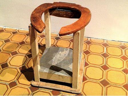 Внешний вид фанерного стульчака после нескольких лет эксплуатации.