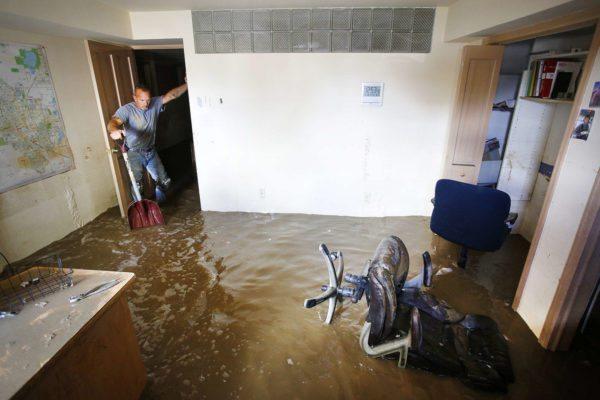 Вода в подвале – результат отсутствия дренажа.