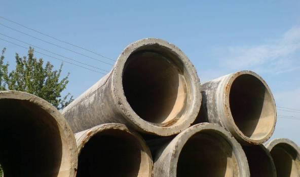 Железобетонные канализационные трубы.